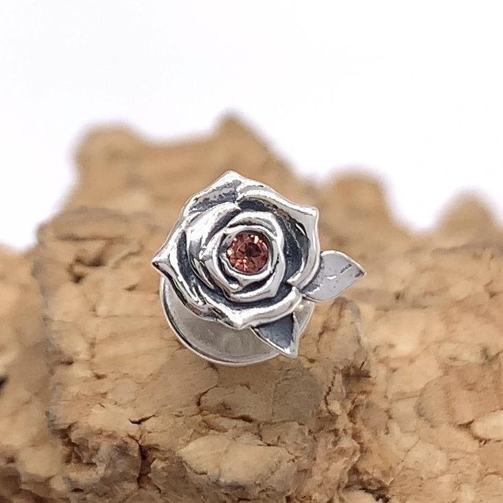 薔薇のピアス、ガーネット入り、シルバー925製